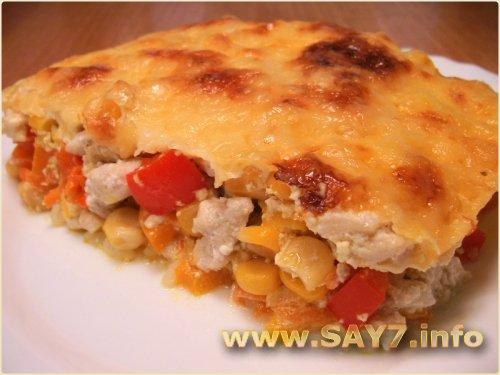 Запеканка с рисом, куриным филе, кукурузой и овощами