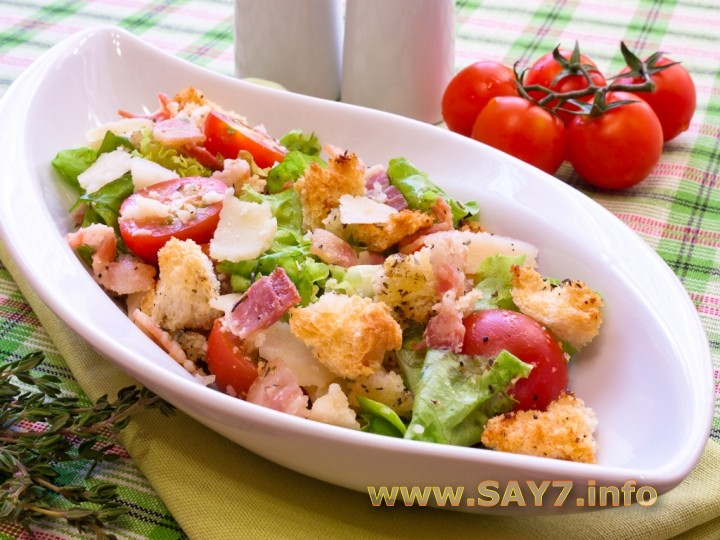 Греческий салат с пармезаном