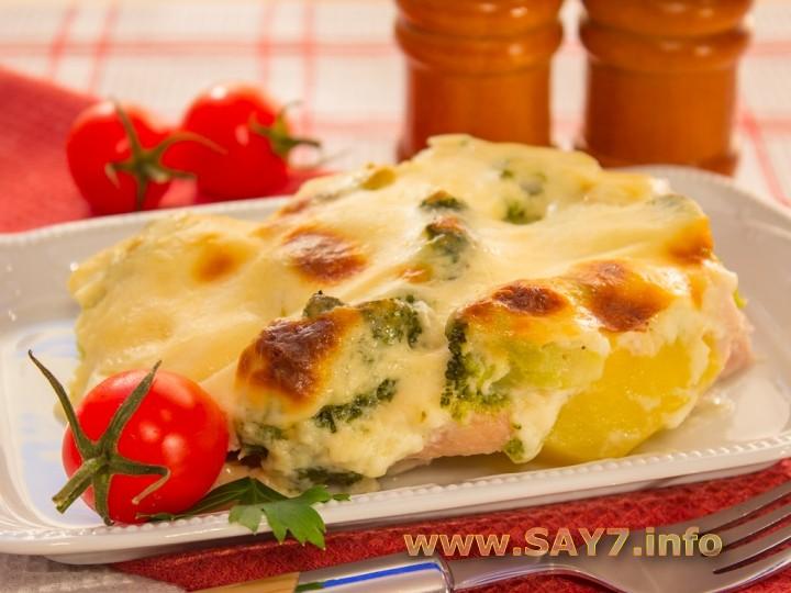 Запеканка с индейкой, брокколи и картофелем под соусом «Бешамель