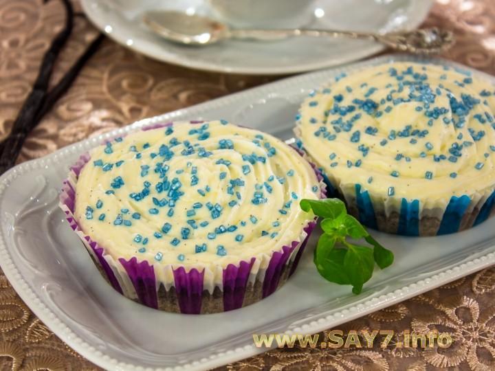 Черемуховые кексы со сливочным кремом