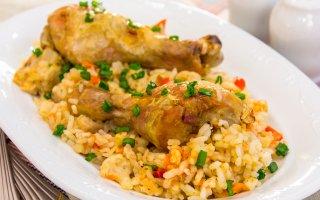 Рецепт: Куриная голень, запеченная с рисом и овощами