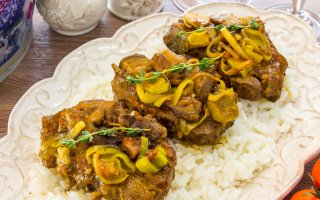 Рецепт: Баранина с белыми грибами и помидорами
