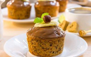 Рецепт: Шоколадные кексы с бананами и фундуком
