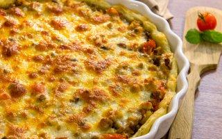Рецепт: Пирог из слоеного теста с фаршем и овощами