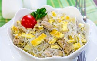Рецепт: Салат со свининой и фунчезой