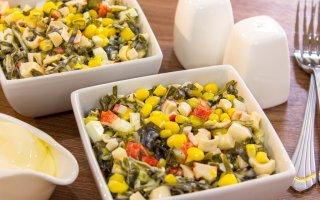 Рецепт: Салат с морской капустой, кукурузой и крабовыми палочками