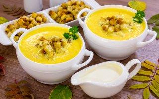 Рецепт: Тыквенный суп-пюре с ароматными сухариками