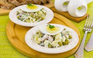 Салат с цветной капустой, говядиной и горошком