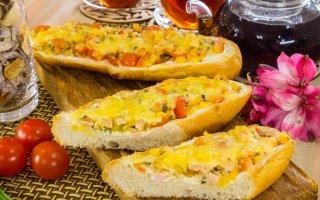 Горячие бутерброды с индейкой, помидорами и перцем