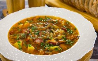Суп с вешенками и охотничьими колбасками